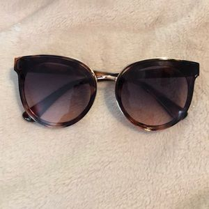 Accessories - Tortoise sunglasses